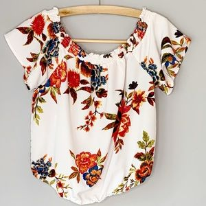 Love on a Hanger cold shoulder floral cream top L